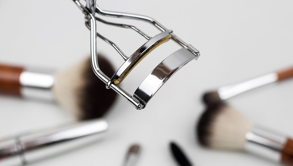 5 Must-Avoid Eyelash Curler Mistakes You Probably Are Making