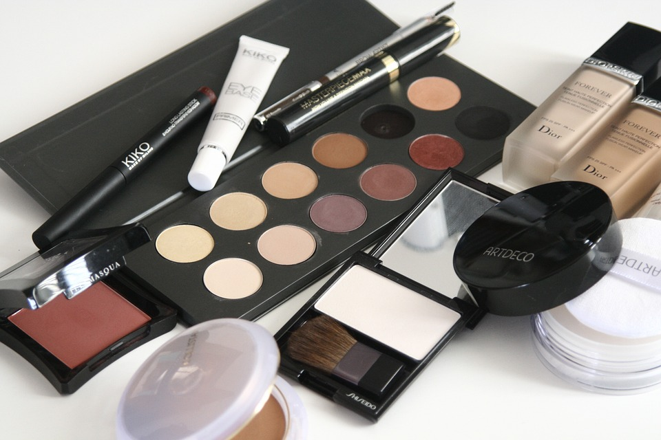 Why You Should Consider Buying Your Cosmetics Online