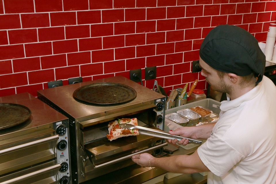 How To Pick The Best Commercial Pizza Oven
