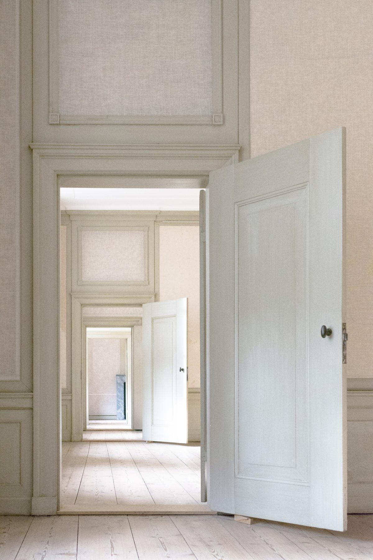 Benefits Of Installing A Door Closer Hinge